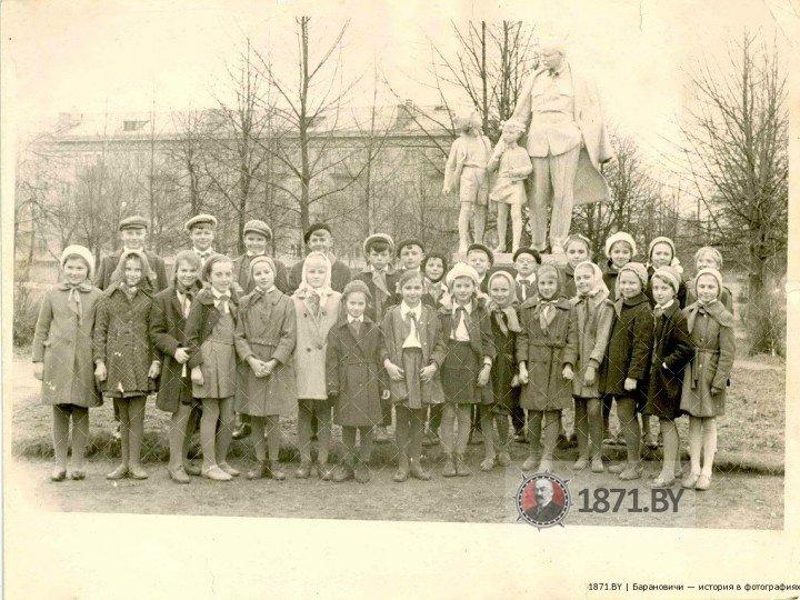 Памятник «Ленин и дети», Барановичи