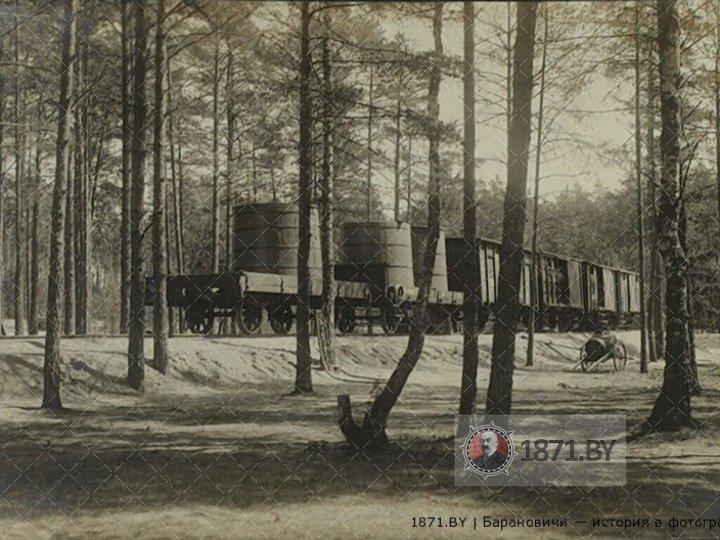 Промежуточный путь. Между литерными поездами А и Б. Состав обслуживания Ставки. Из личного архива Ромуальда Жабика.