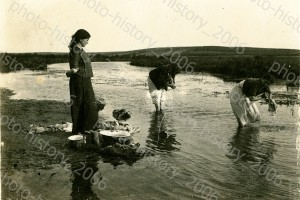 Еврейки стирают на Мышанке, Барановичи, 1917