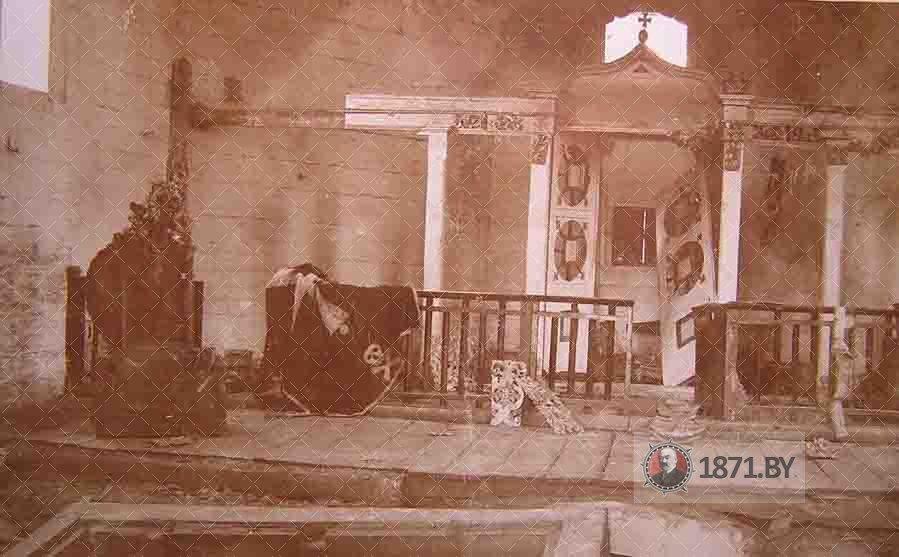 Внутреннее состояние Церкови Святых Апостолов Петра и Павла в Молчади на фото Первой мировой