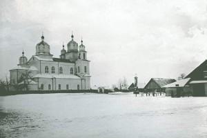 Свято-Успенская церковь и торговая площадь в деревне Столовичи