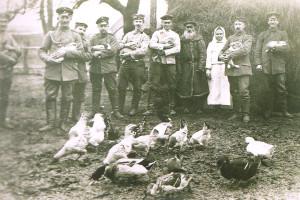 Немецкое групповое фото с местным населением