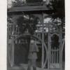 Немецкий офицер у входа на парадный плац железнодорожной бригады 1916 г.