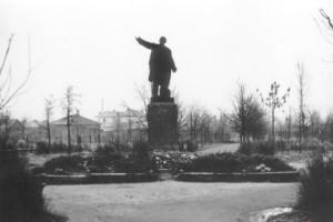 Памятник В.И. Ленину. Около 1950 г.