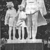 Скульптурная группа «Ленин и дети»