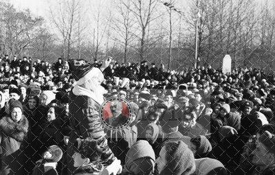01. Март 1964 года. Празднование проводов зимы в так называемом молодом парке. Тогда и деревья здесь не были большими._новый размер