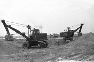 1964 год.  Так начиналась застройка микрорайона текстильщиков. Экскаваторы готовят котлованы под строительство жилых домов.