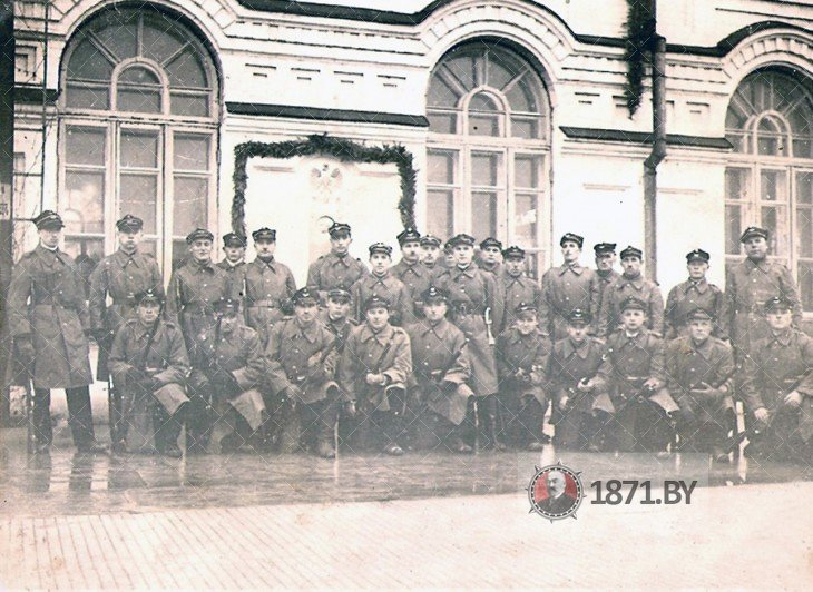 Солдаты на перроне Полесского вокзала