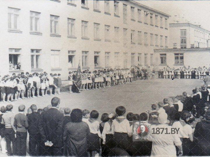 Последний звонок в школе №8  1974-75 год.