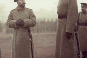 Николай 2 и Великий князь Николай Николаевич на плацу железнодорожной бригады в Барановичах, осень 1914 года.
