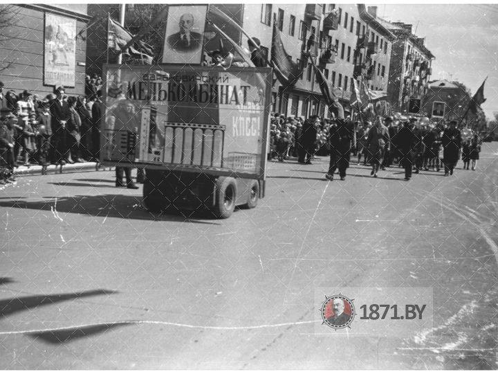 Работники Барановичского мелькомбината №21 на демонстрации