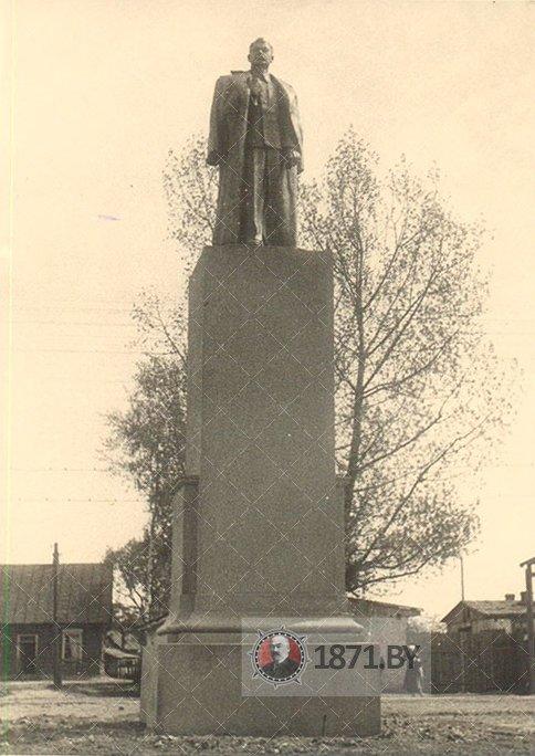 Памятник Сталину на вокзале