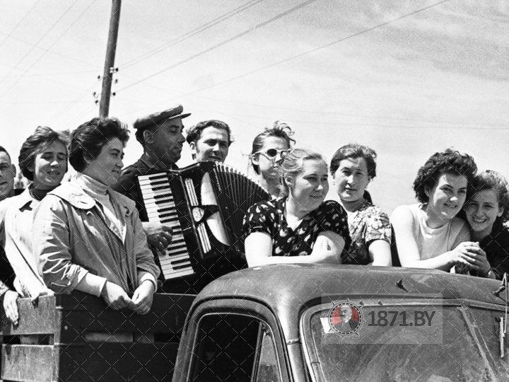 Агитбригада Новомышского Дома культуры отправляется с концертом  в один из колхозов района.