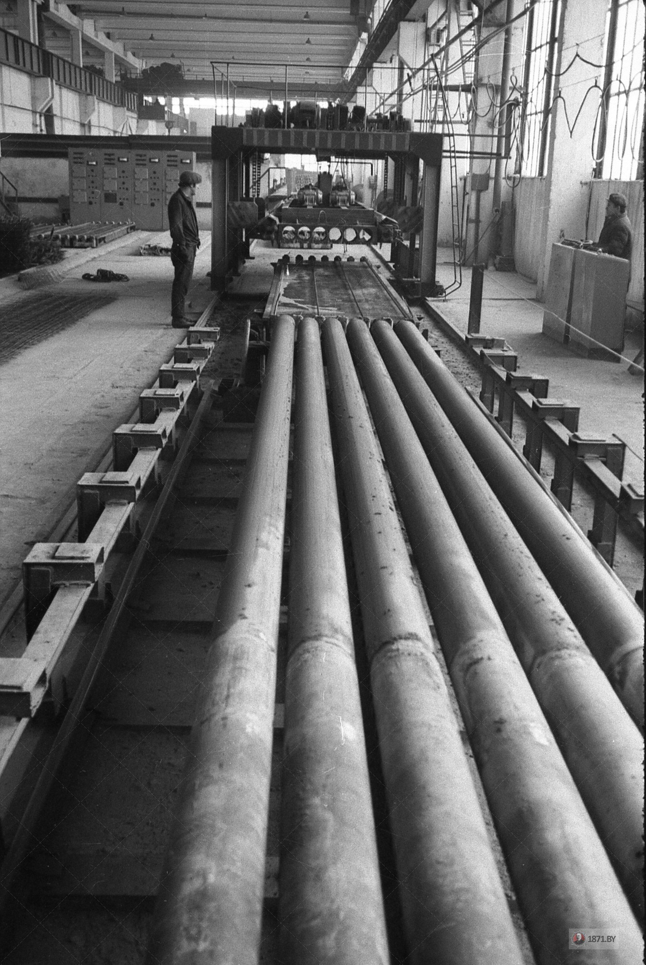 1971 год. На линии производства плит пустотного настила.