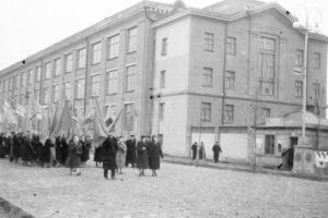 Ноябрьская демонстрация на улице Ленина