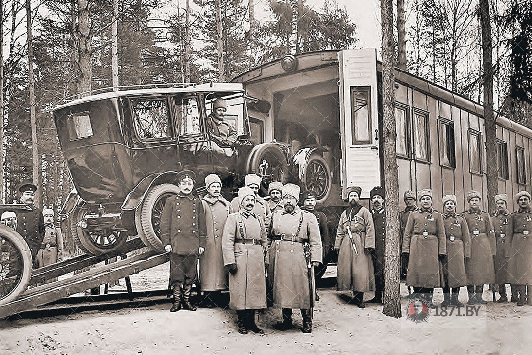 Зима 1914 - 1915 гг. Погрузка автомобиля «Роллс-Ройс» в железнодорожный вагон. Ставка Николая II в Барановичах