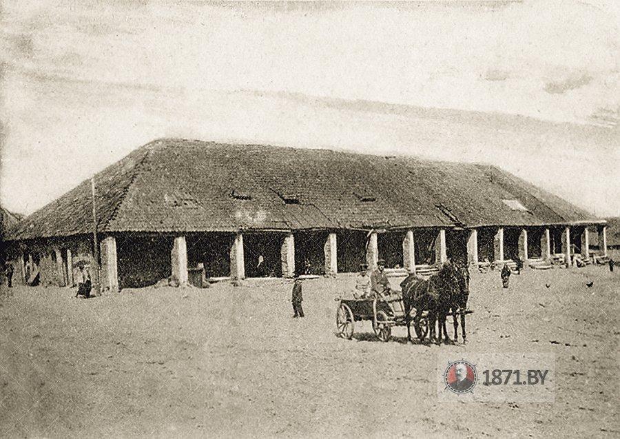 Торговые ряды в деревне Молчадь