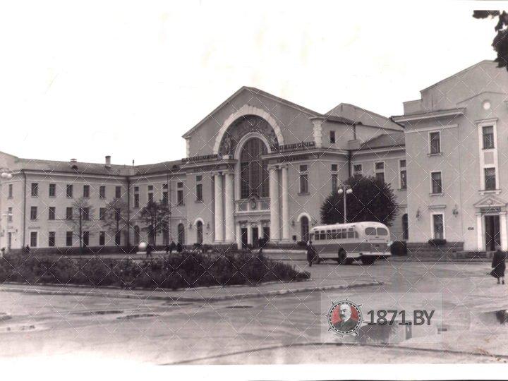 Вокзал Барановичи-Полесские