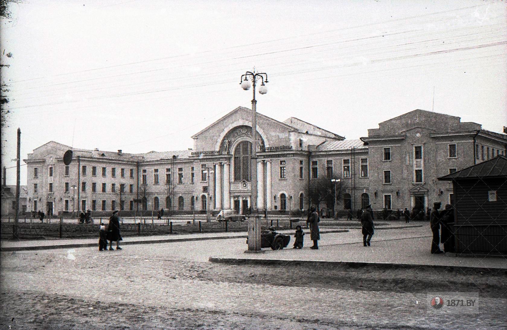 Барановичи. Привокзальная площадь на Полесском вокзале